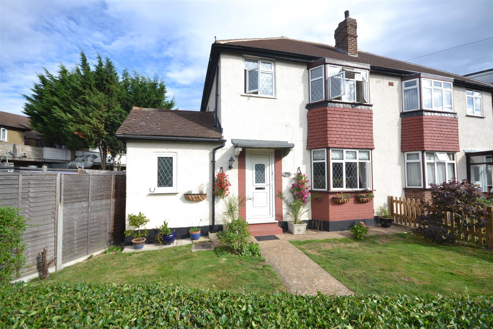 Houses for sale in west ewell cairds estate agents - Swimming pools in kingston upon thames ...